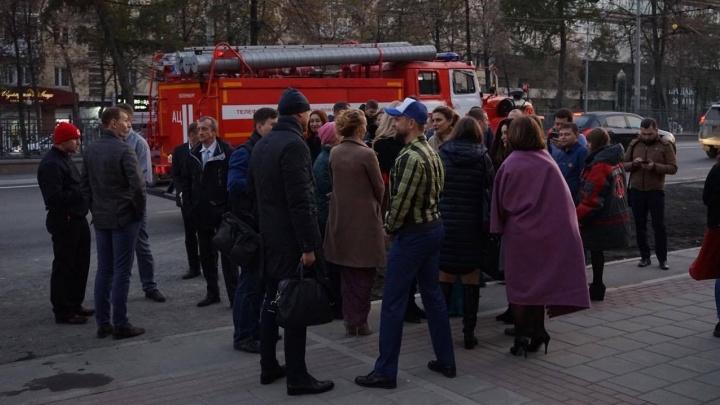 Онлайн-трансляция: в Екатеринбурге эвакуировали гостиницу, институт связи и несколько отделений банка