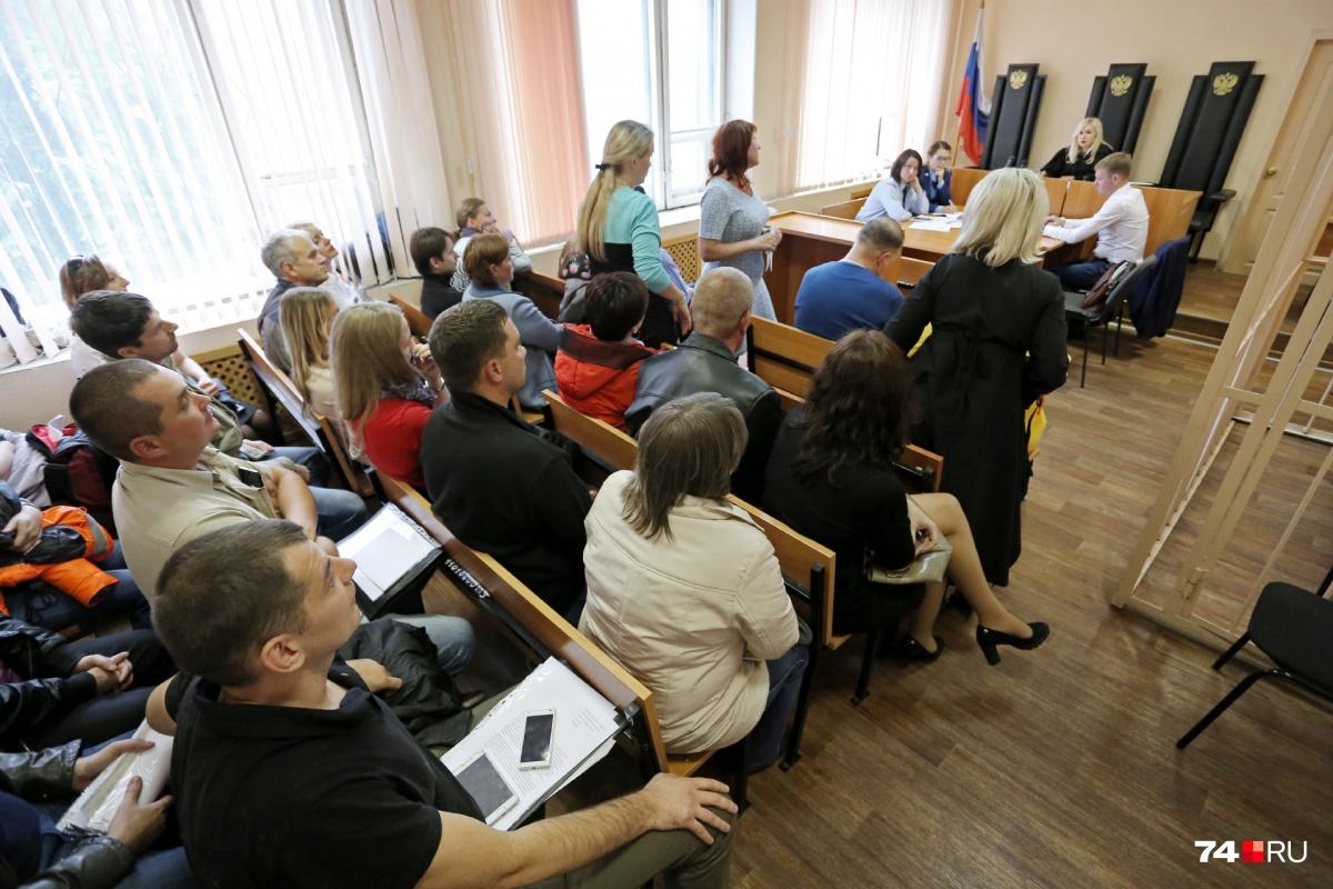 Дольщики вынуждены ходить по судебным заседаниям...