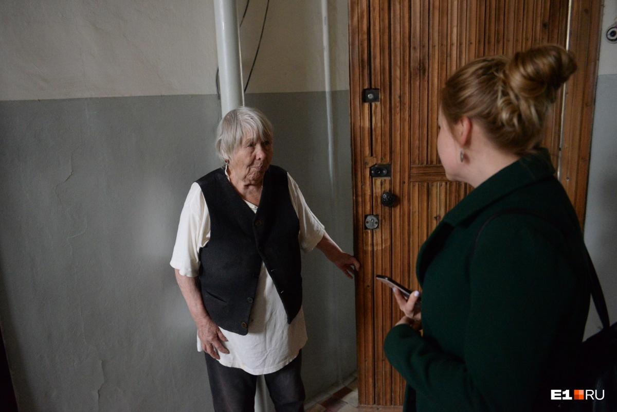 Харитина Лазаревна нас не прогоняла, а объяснила, что многие здесь уже продали квартиры