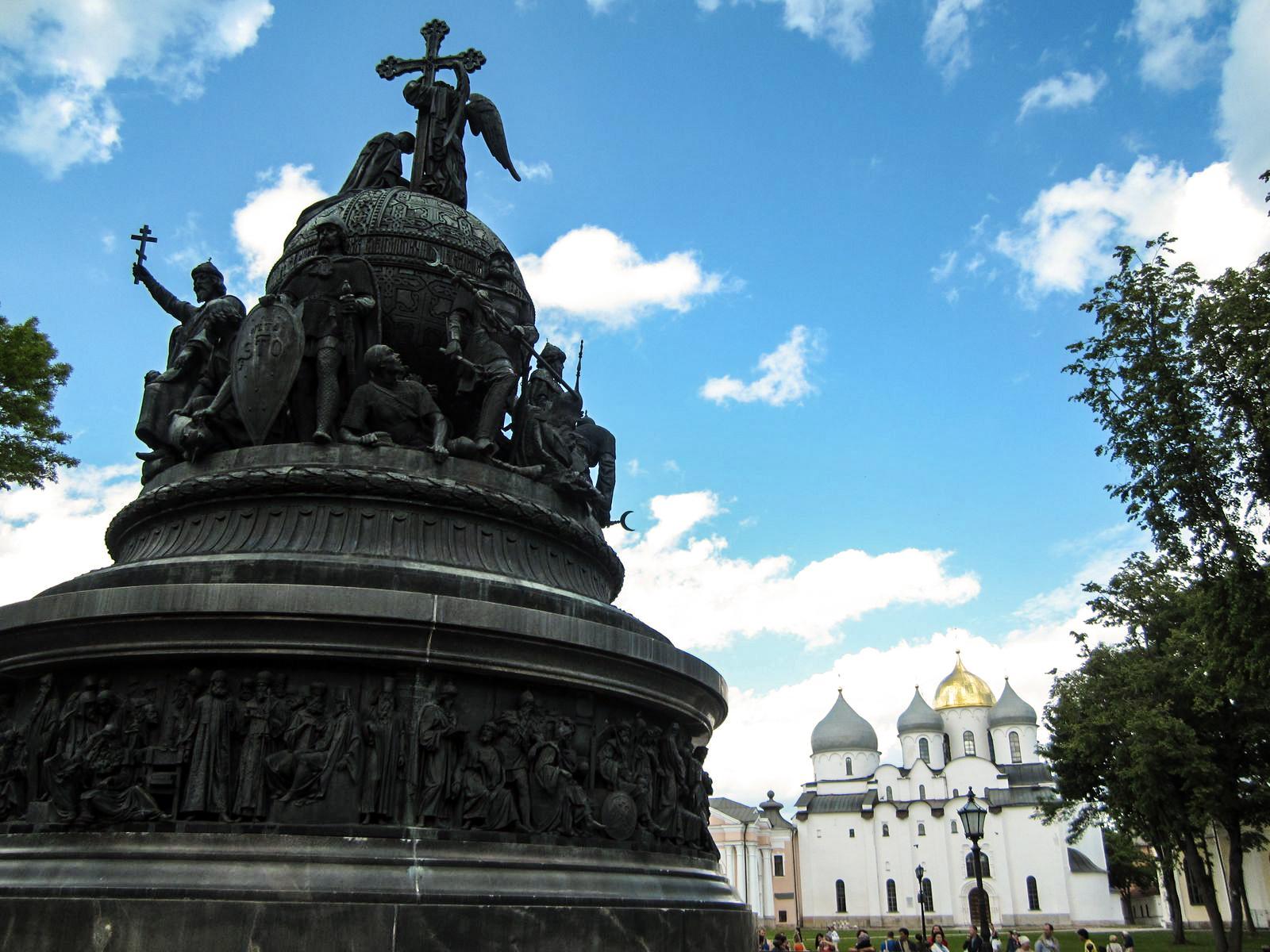 Так выглядит памятник, который предлагают сделать новым символом Дня России