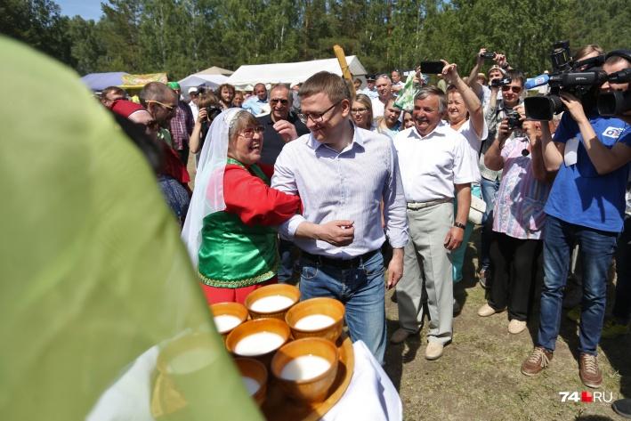 Губернатора Алексея Текслера угощали бесплатно