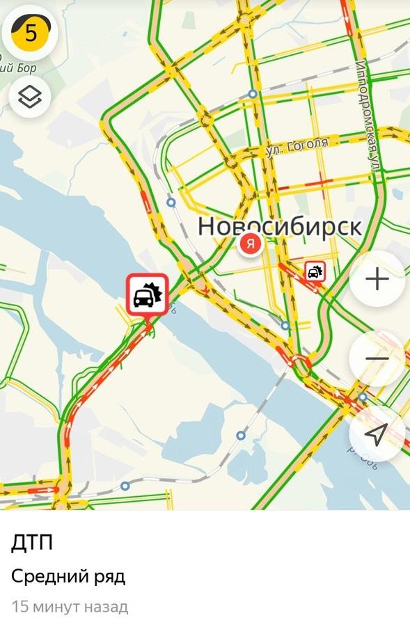 Пробка тянется от развязки Димитровского моста