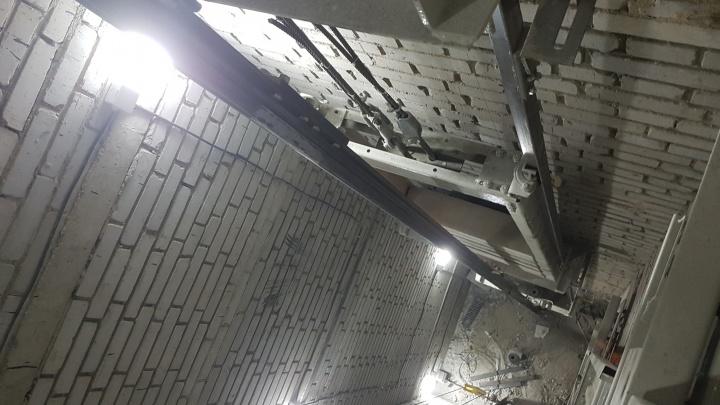 Житель Кургана разбирается, почему за 10 лет его лифт чинят уже третий раз