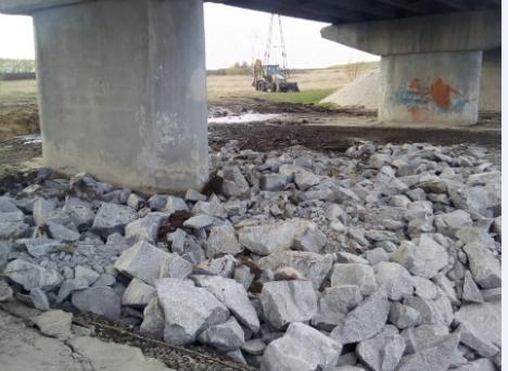 «Теперь водой не размоет»:дорожники отремонтировали основание автомобильного моста под Новосибирском