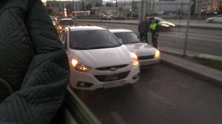 ДТП на съезде: самарцы застряли в огромной пробке на кольце Московское шоссе — Кирова