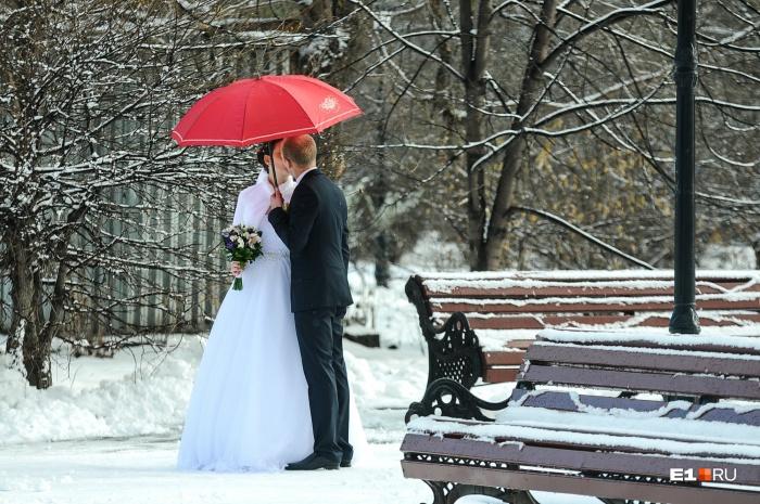 В красивую зимнюю дату браки в Екатеринбурге регистрировать не будут