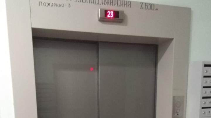 Высотку на Мещере, где упал лифт с женщиной и ребенком, ждет проверка