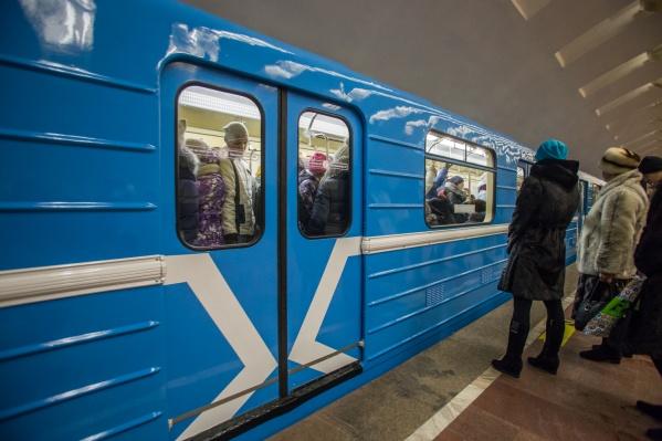 В метрополитене закончили служебную проверку видеоролика с девушкой, которая сидит на месте машиниста поезда