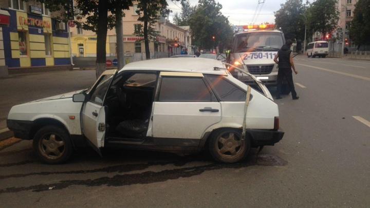 Подробности серьезной аварии в Уфе: водитель и 18-летняя пассажирка - в больнице