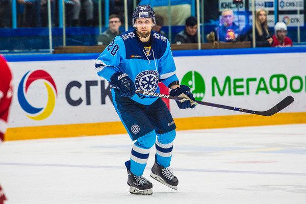 Защитник хоккейного клуба «Сибирь» выбыл до конца сезона из-за травмы