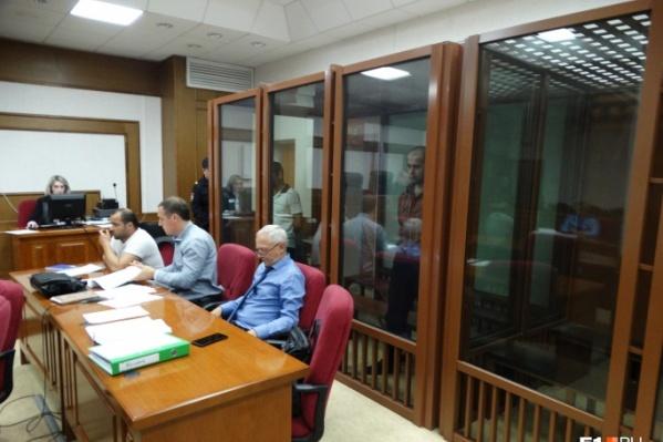 Чтобы общаться в ходе судебного процесса, Наврузов и Косимов пользовались услугами переводчика