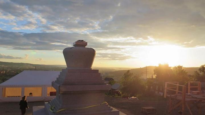 В 700 метрах от часовни Параскевы Пятницы поставили буддийский монумент
