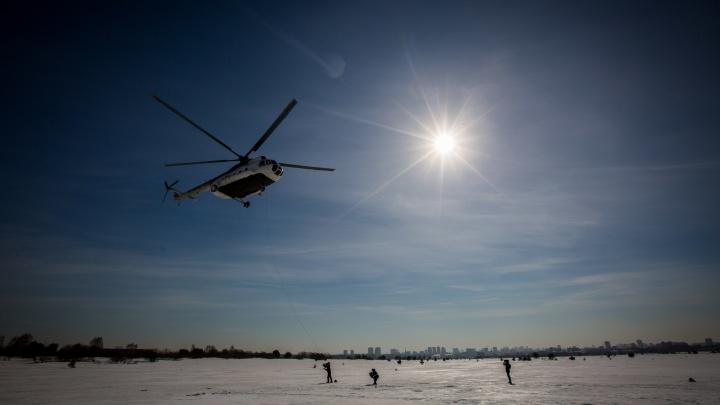 Видео: пожарный десант высадился на поляну в городском аэропорту