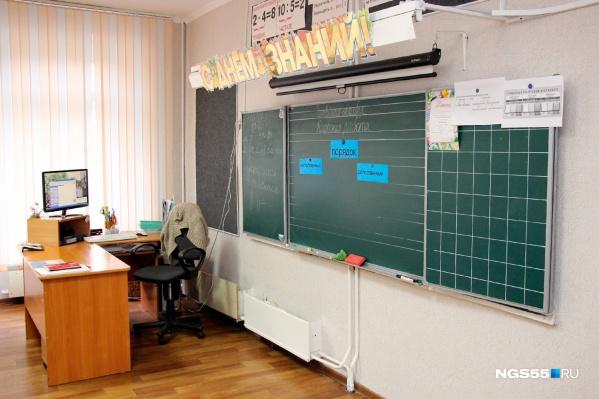 Учителей не хватает, и нагрузку перекладывают на тех, кто продолжает работать за скромную зарплату
