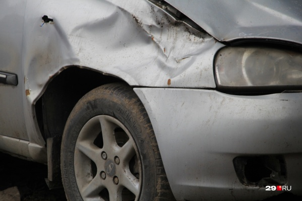Предприниматели платили архангелогородцам, чьи автомобили пострадали в авариях. в обмен на право получить вместо них страховые выплаты