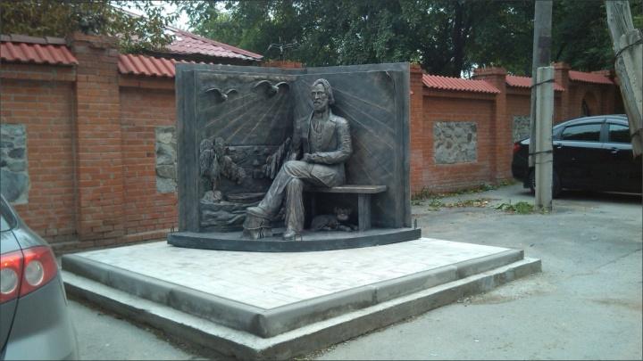 Власти решили снести памятник Тургеневу с улицы Тургенева