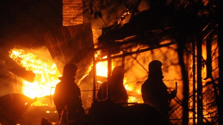 «Дом был полностью в огне»: на даче под Новосибирском погиб мужчина