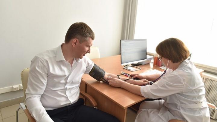 «Это заняло не больше 30 минут»: губернатор Прикамья сделал прививку от кори