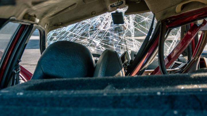 Неосторожно повернулся: на трассе в Самарской области водитель легковушки попал под фуру