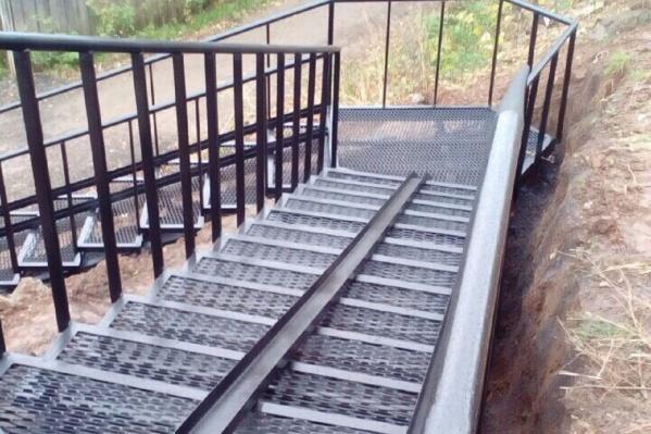 Так выглядит новая металлическая лестница в логу