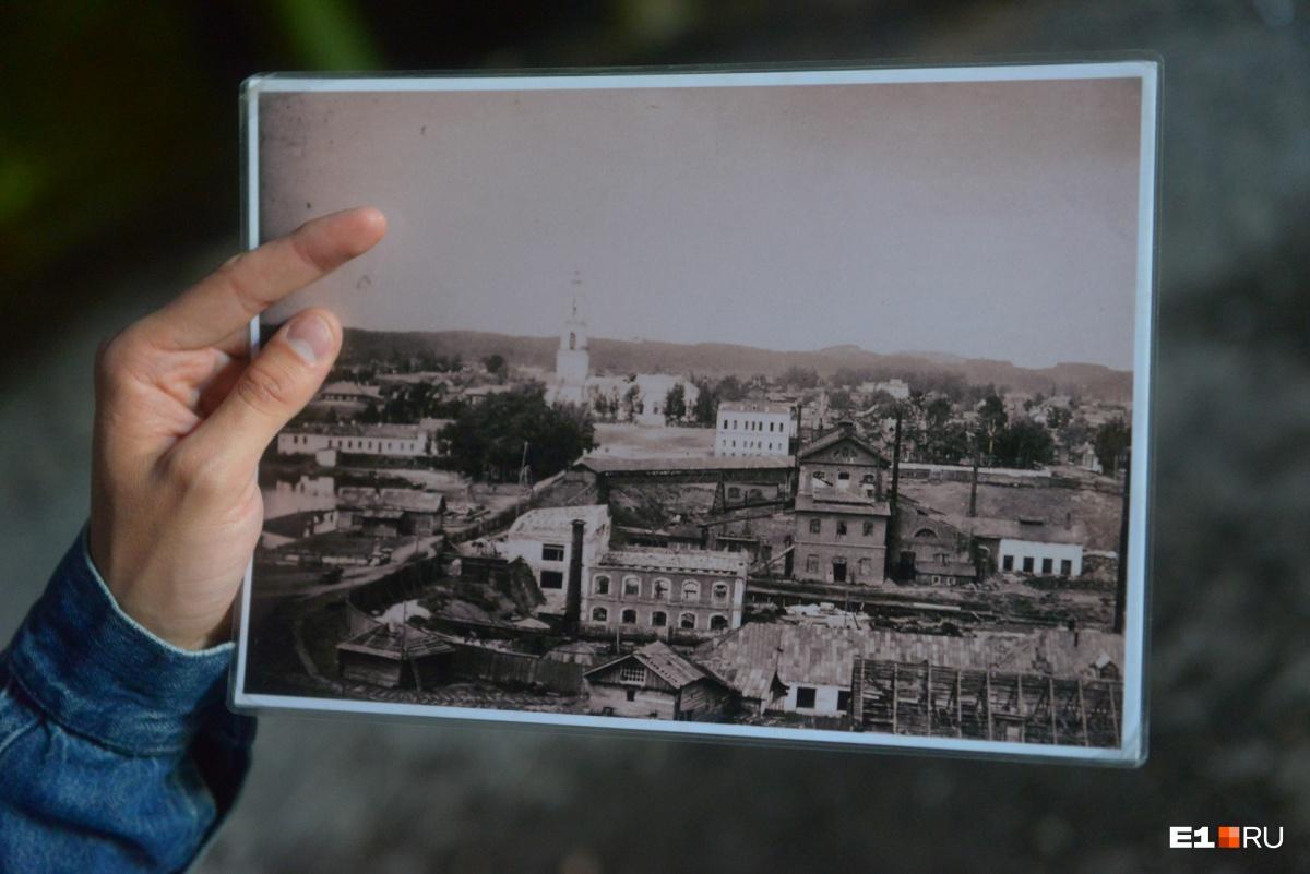 В начале XX века завод забросили, и снаружи он выглядел почти таким же разрушенным, как сейчас