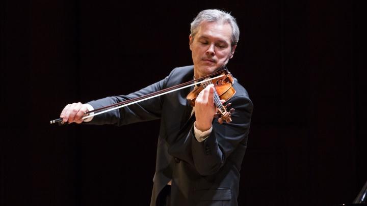 Видео: знаменитый скрипач из Новосибирска сыграл для матери трогательный концерт