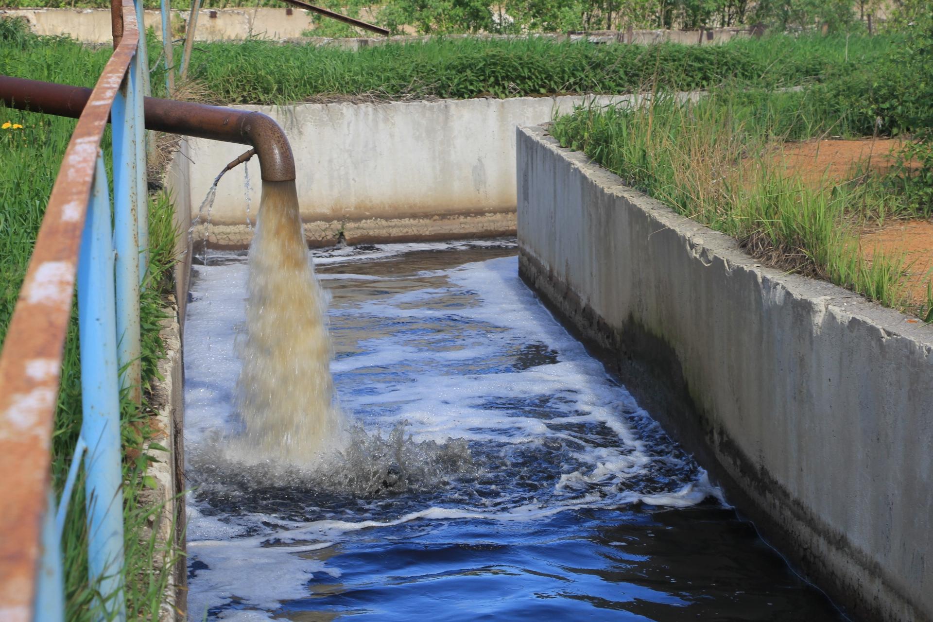 В сутки на очистные сооружения поступает порядка 80 000 кубометров сточных вод, максимальная производительность очистных сооружений по приему хозяйственно-бытовых стоков порядка 110 тысяч в сутки