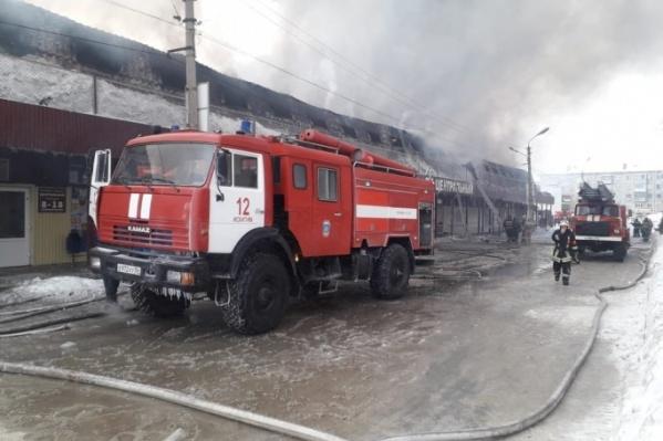Торговый комплекс «Центральный» в Искитиме загорелся рано утром в среду, 8 января