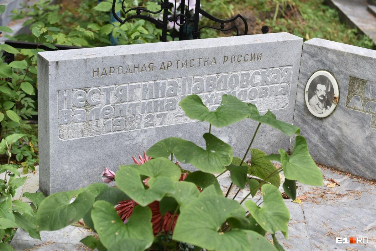 Рядом с бандитами лежат артисты, политики, герои Великой Отечественной войны