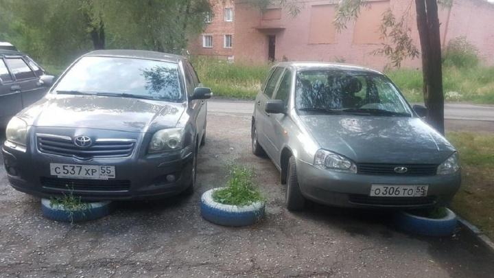 «Я паркуюсь, как...»: парковка по-партизански, враги пионов и стоянка на покрышках