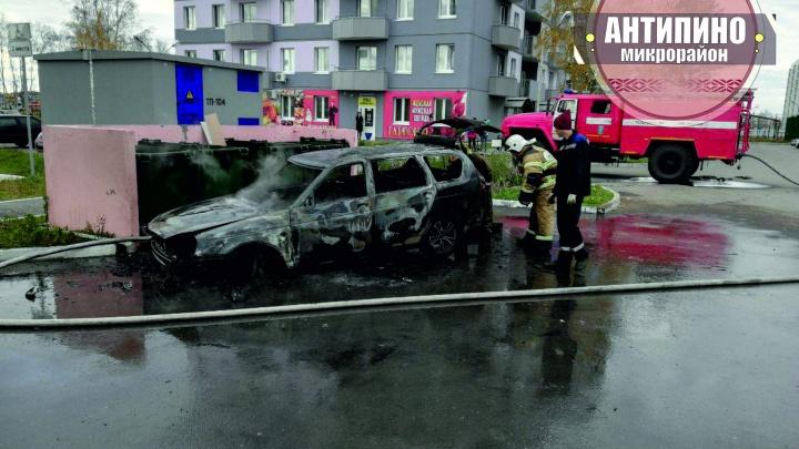 В Антипино сгорела Lada Priora. Машина вспыхнула, когда водитель остановился выбросить мусор