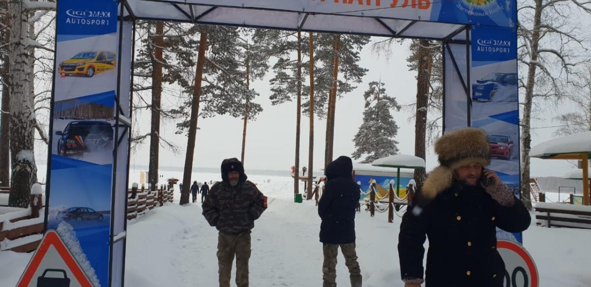 Казаки снова приехали на лед Балтыма, чтобы помешать дрифтерам устраивать гонки