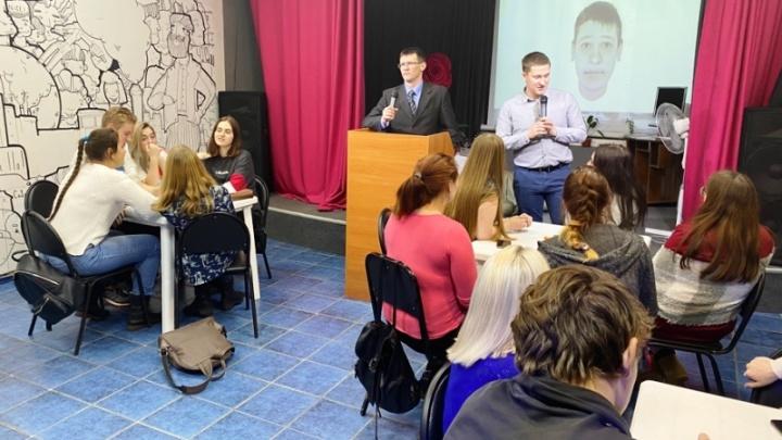 Прикамские полицейские поиграли со школьниками в «расследование убийства девушки»