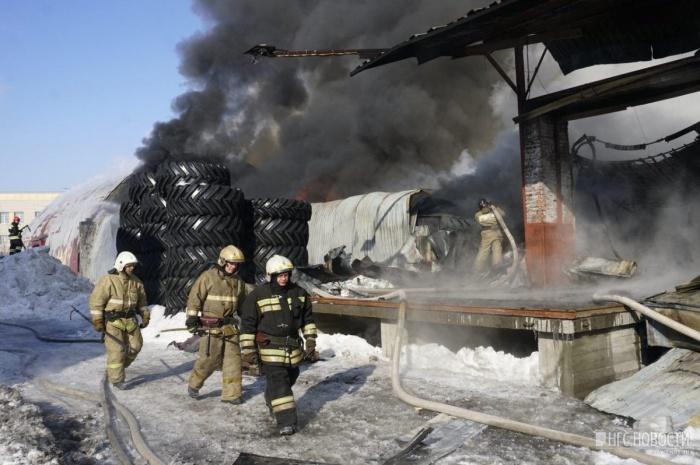 В управленииРоспотребнадзора по Новосибирской области заверили, что последствия пожара не угрожают здоровью горожан