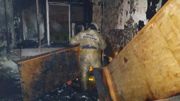 В ночном пожаре в Авиагородке пострадали два человека