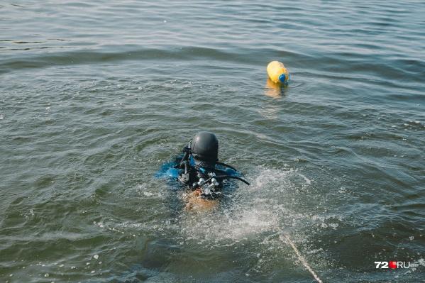 На второй день поисков водолазам удалось найти тело погибшего подростка