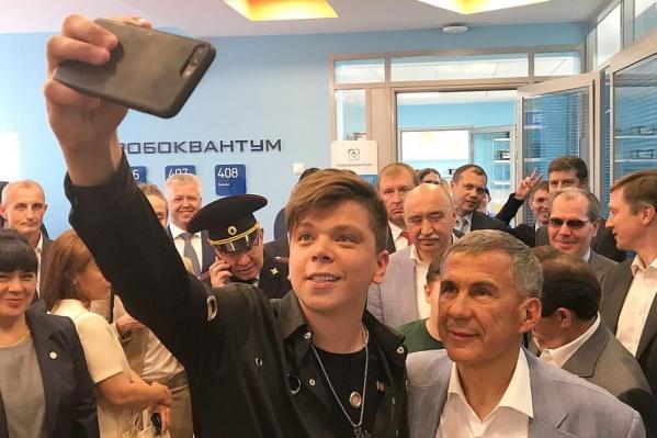 Поздравить певца приехал Рустам Минниханов