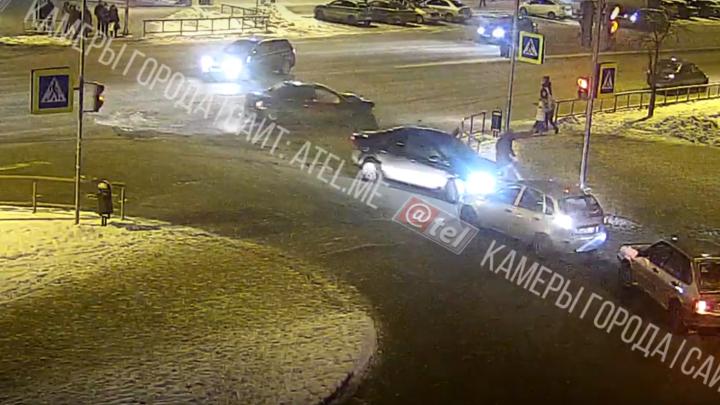Его спасло чудо: появилось видео экстремального ДТП в Рыбинске