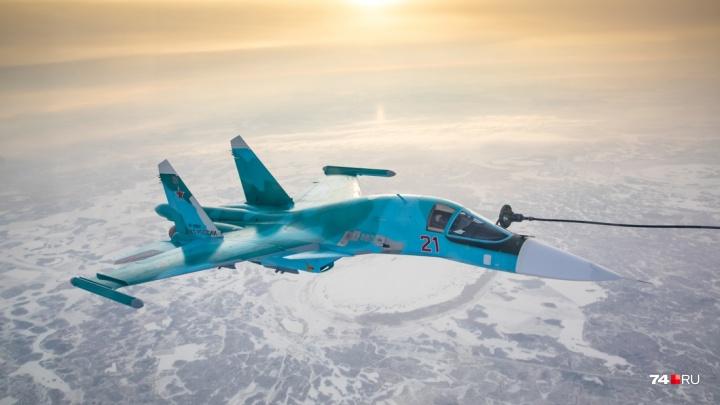 Военные самолёты отрепетировали дозаправку в небе над Челябинской областью. Смотрим улётные фото