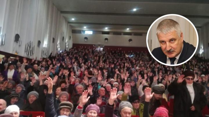 «Твою-то мать, а!»: глава Рыбинска накричал на жителей города. И ударил кулаком по столу