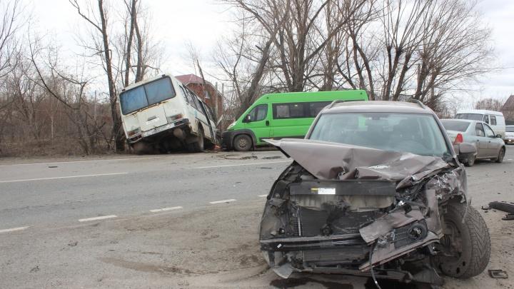 «Вылетел со второстепенной»: пожилой челябинец на Volkswagen Tiguan устроил ДТП с двумя маршрутками