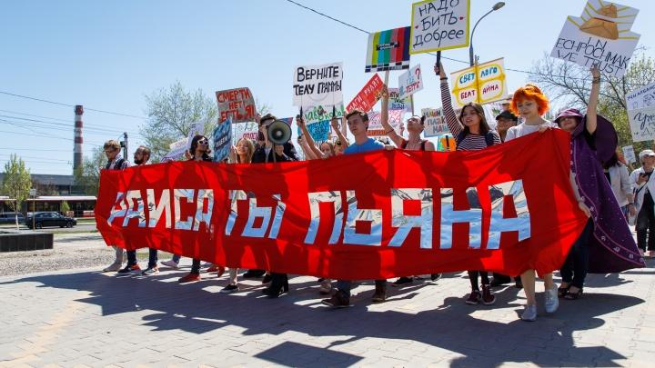 «Пример высокохудожественного вранья»: волгоградских монстрантов сослали в парк 70-летия Победы