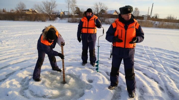 «Лёд прочный, но еще не безопасный»: МЧС просит любителей зимней рыбалки соблюдать осторожность