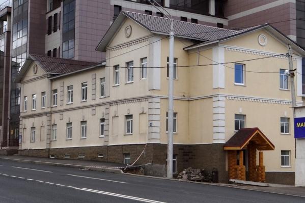 Теперь соседние здания не помешают памятнику архитектуры