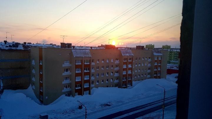 «Сразу жить веселее!»: вНорильске впервые за 45 дней выглянуло солнце