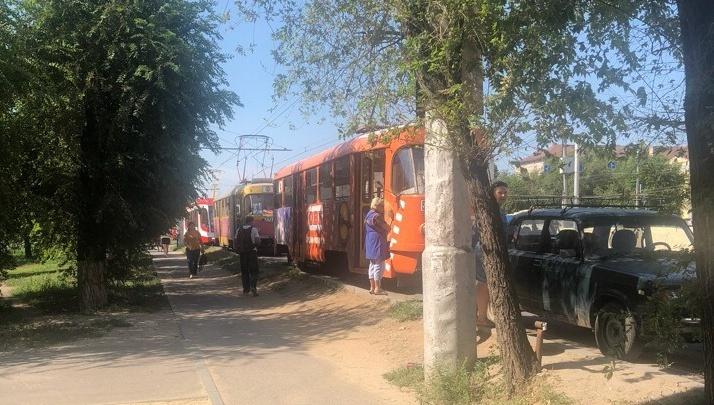 В Волгограде автомобилистка перекрыла дорогу скоростным трамваям
