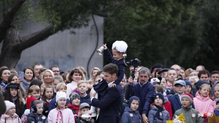 Пыль столбом, дорогие букеты и модные дети: как прошли линейки в престижных школах Челябинска
