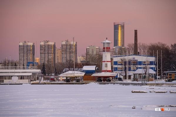 Наш фотограф Артем не удержался и тоже сфотографировал вот такой зимующий маяк