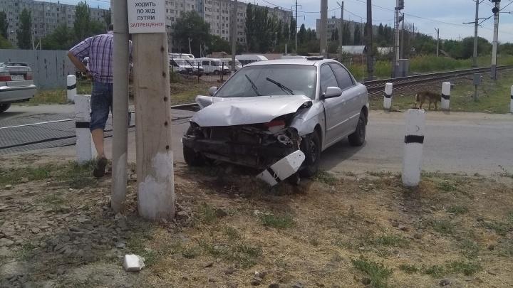 В Волгограде сломавшаяся иномарка«подрезала» поезд Москва — Душанбе