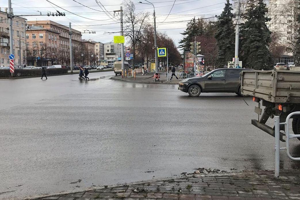 Пешеходный переход в районе «Уральских пельменей» после возвращения на прежнее место соединил между собой две прогулочные зоны в одну